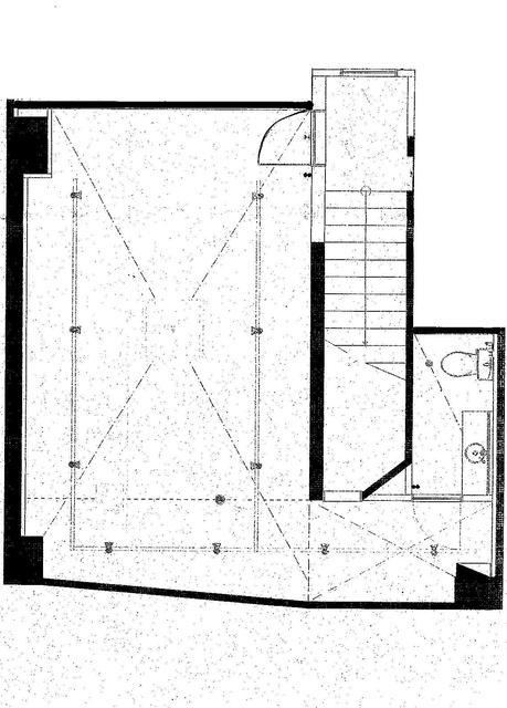 柳川ビル B1階